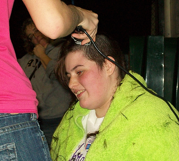 Shaving Amber Alvarenga's hair off