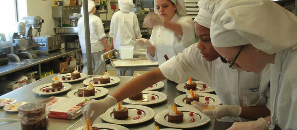 students with pates of dessert