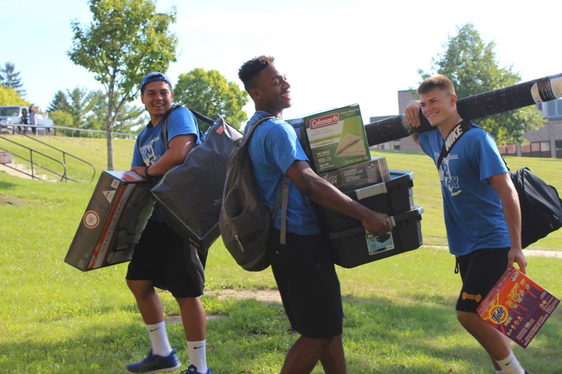 Students helping other students move in on campus.