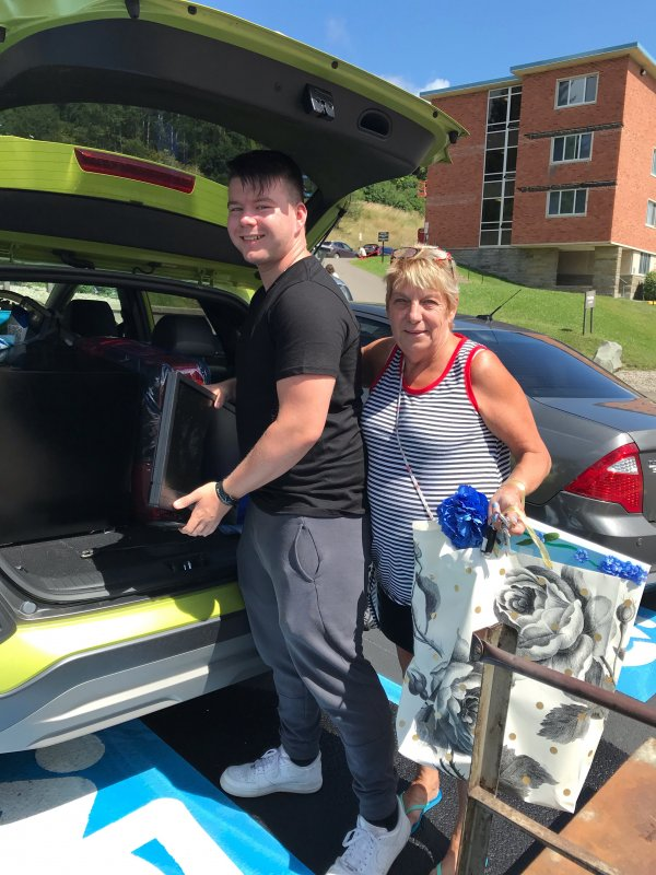 A student and a lady move items during Alfred State's Move-In Day 2019.