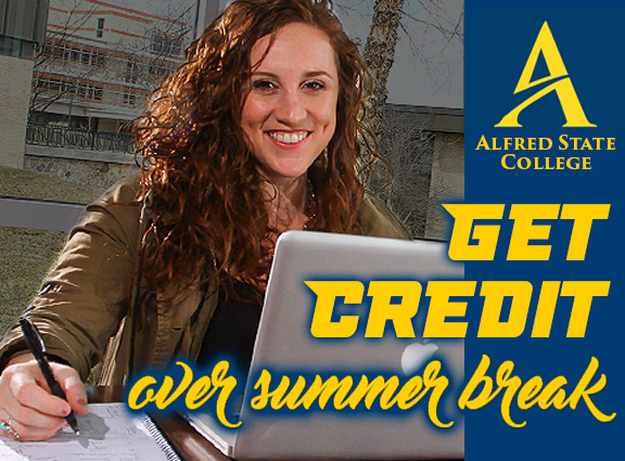 lady with laptop Get Credit Over Summer Break